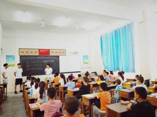 武昌理工学院大学赴咸宁生义务支教