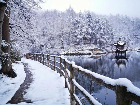 清凉寨景区因雨雪冰冻天气闭园。通讯员谢磊 摄