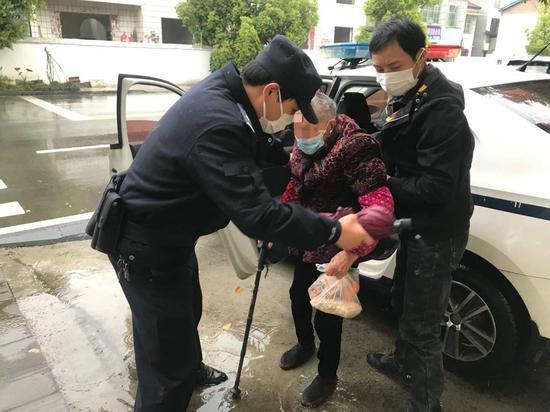 远安警民在风雨中帮九旬婆婆找到亲人