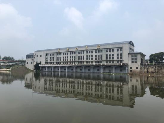 今年汛期以来,洪湖境内的高潭口泵站已经排掉近8亿立方米的水量,相当于一个洪水期的洪湖水量。