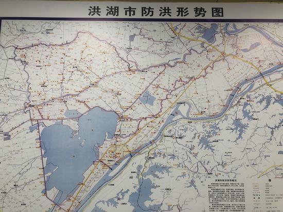 洪湖市地势低洼,河网密布,湖泊众多,防汛压力大。本文图片除特殊标注外,均为澎湃新闻记者 陈绪厚 图
