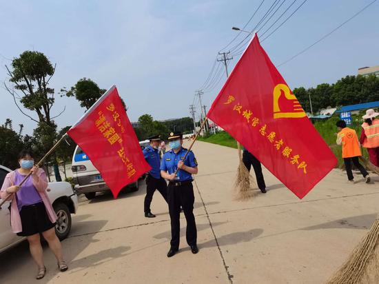 武漢:黃陂城管基層中隊紛紛開展志愿服務活動