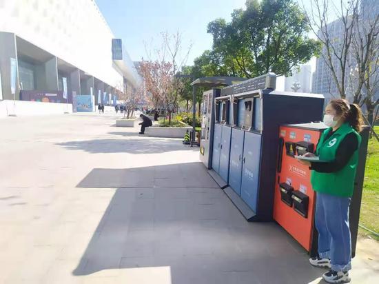 智能垃圾分类设备亮相光博会 助力现场垃圾分类