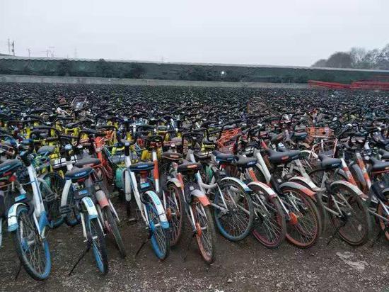 东湖高新区城管督促共享单车企业减量3万余辆