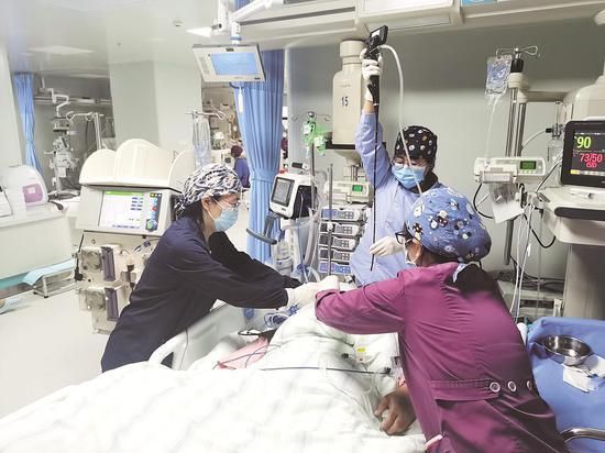 """武汉重症医疗补短板:增长5倍 """"救命床""""大扩张"""