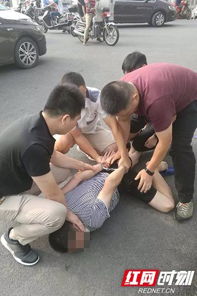 民警抓捕现场。 红网 图
