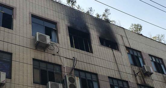 武汉49中发生火灾 一千多学生安全撤离