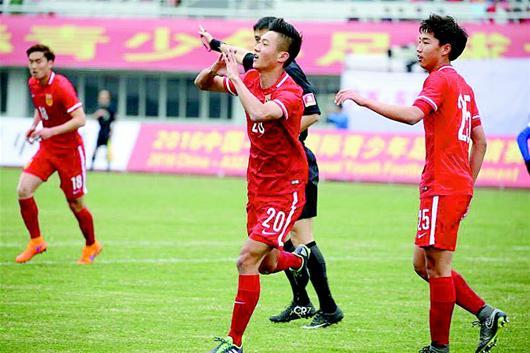 湖北日报讯 图为:高华泽庆祝进球。