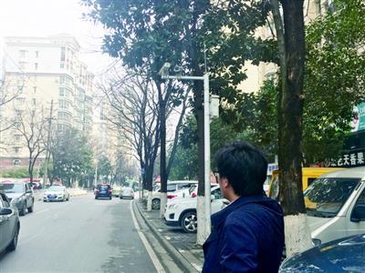 王先生在江大路上出租车处
