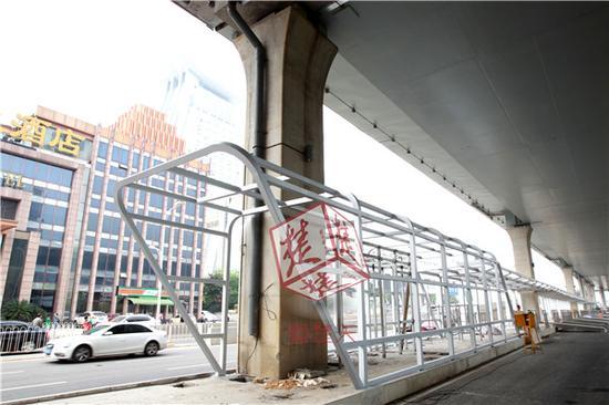 武汉首条快速公交系统年底将建成 BRT车站已具雏形图片