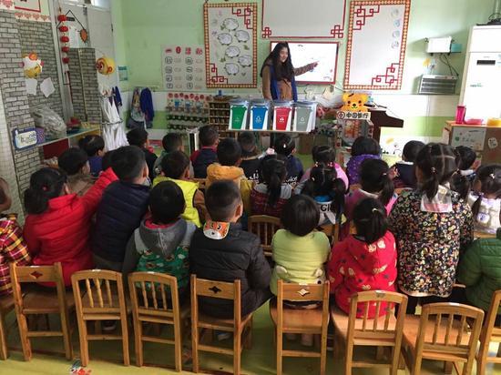 东西湖区垃圾分类宣传进部队幼儿园 培养小小志愿者
