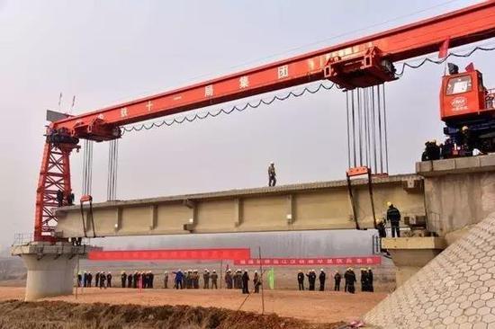 江汉平原货运铁路一期建设工地