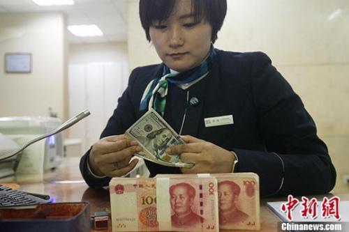 资料图:银行处理有关金融业务。 中新社记者 张云 摄