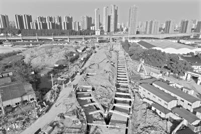 即将建设完工的巡司河整治工程  记者任勇 摄