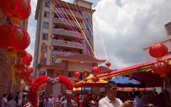 村民搬入8层千万豪宅 设宴250桌庆祝