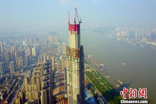资料图,图为航拍华中第一高楼武汉绿地中心 周星亮 摄