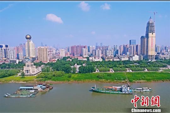 资料图,图为航拍汉口江滩 周星亮 摄