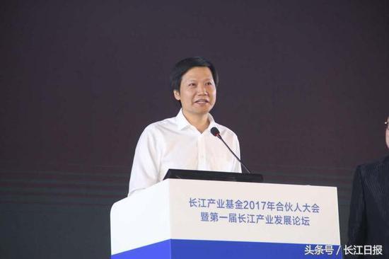 """雷军与杨元庆在汉设""""赌局"""":5年后看谁对湖北贡献大"""