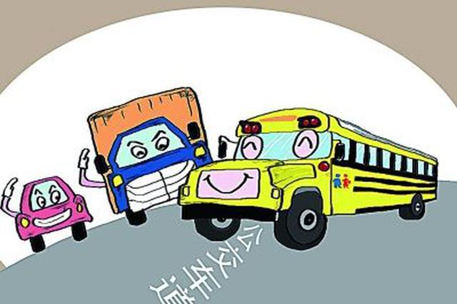 孝感一大货车与幼儿园校车迎面相撞 车内幸无学生