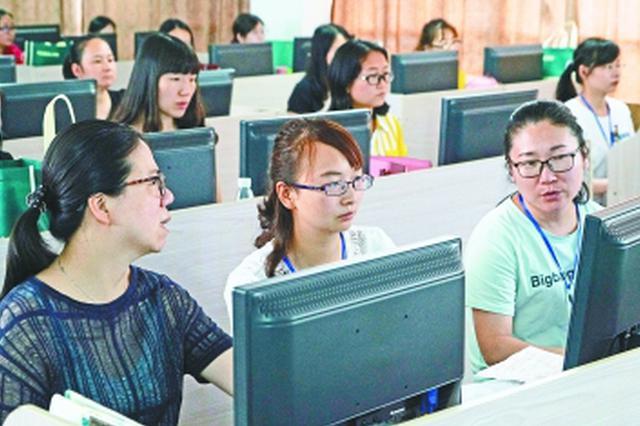 探访武汉中考阅卷现场 所有学科28日左右完成阅卷