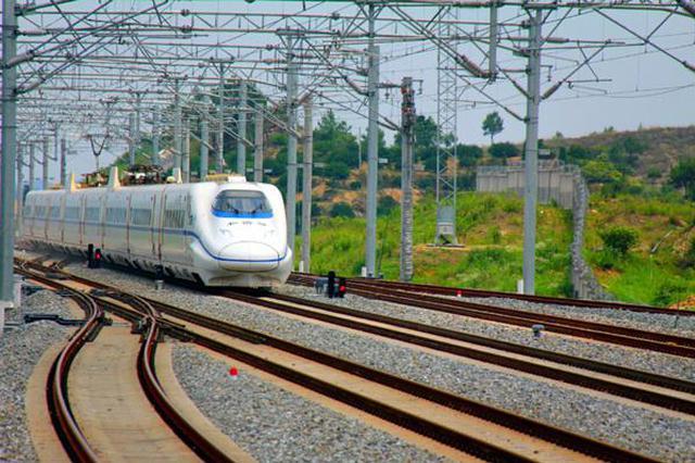 武铁下月启动暑运 将加开95列客车
