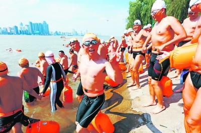 5345名泳士今日逐浪武汉 方队数量和人数均创纪录