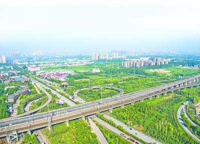 长江新城选址区域内的三环线平安铺立交  记者周迪 摄