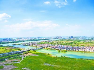 昨天,长江新城选址区域朱家河两岸美景。 未来朱家河两岸将会逐步建设成生态长廊,成为市民休闲的好去处