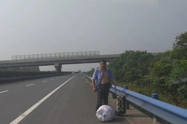 老父乘车千里返乡看病危儿子 深夜被司机甩在高速