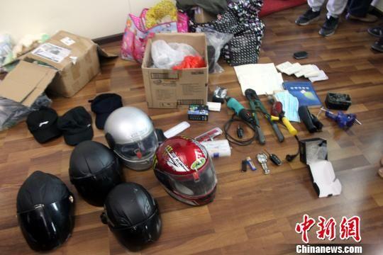 警方收缴的作案工具 张晓东 摄