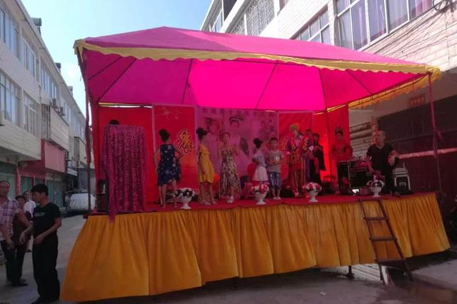 湖北村民为女儿庆生搭台摆宴 遭政府拆台处罚