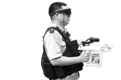 刘宏说,研发这套装备历时2个多月,花了5000~7000元,全部是淘来的记者关晓锋 摄