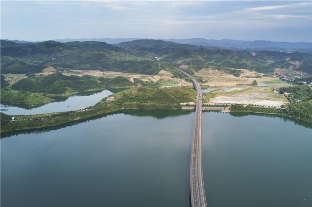 航拍湖北丹江口水库风景名胜区