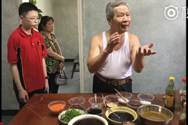 """武汉热干面创始人长子离世:""""芝麻酱就该是黄色"""""""