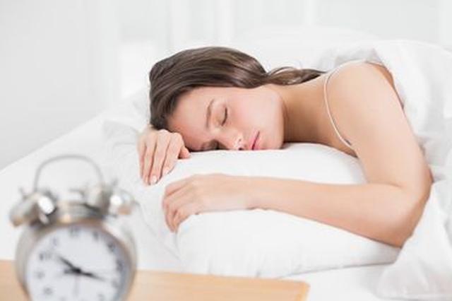 """宜昌女孩患罕见病成""""睡美人"""" 随时随地一秒入睡"""