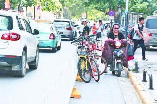 共享单车无序停放影响市民出行