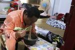 武汉环卫工父亲7年吃2吨挂面 只为圆女儿体操梦
