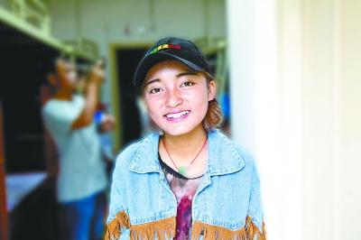 会说四种语言的17岁西藏女孩罗布曲珍