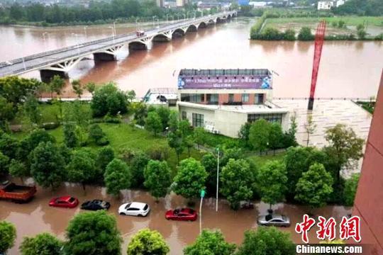 远安县城多个小区被淹 黄魁 摄