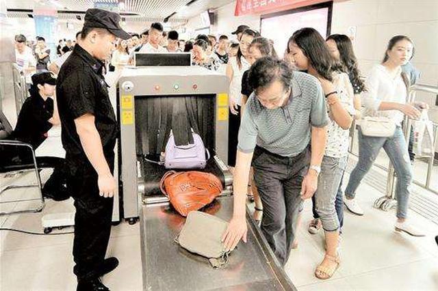 武汉地铁配安检门 重点站点将设置无包安检快速通道