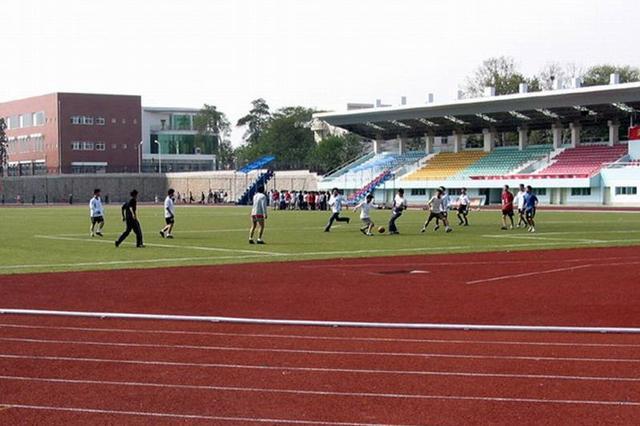 武汉121所学校体育场馆向居民开放 进入需实名登记