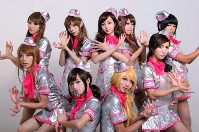 武汉高校男生组伪娘团 称:艺术表现形式