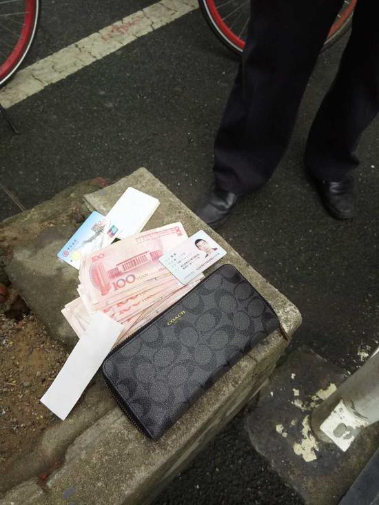 环卫工人捡到的钱包