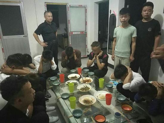 警方发现小辉和其他传销人员。 本文图片均为警方供图