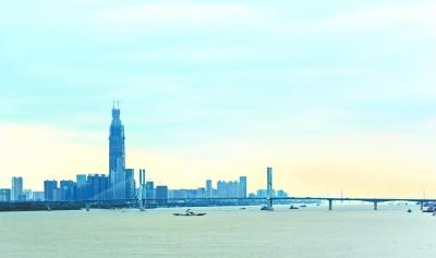 昨天,经过雨水洗礼后的江城能见度颇高记者周迪 摄