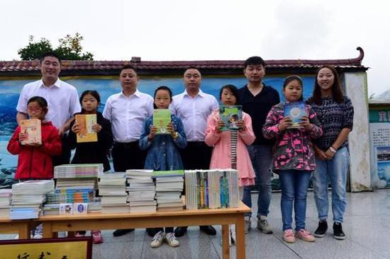 图书、体育物品捐赠