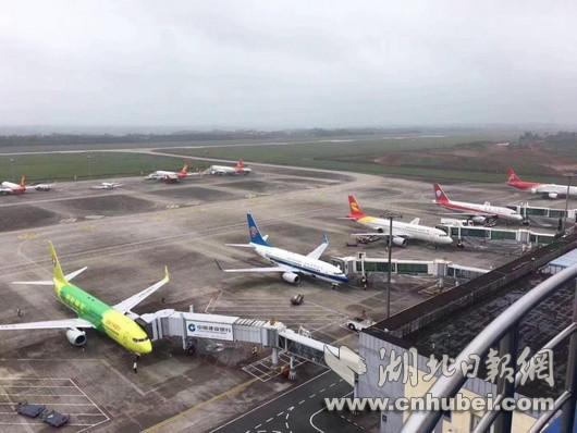 三峡机场黄金周旅客吞吐量增长逾六成