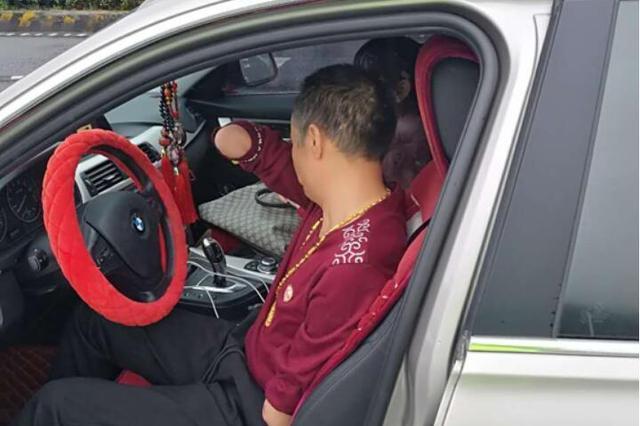 恩施断臂老司机无证驾驶宝马 高速超速93%