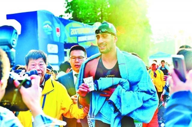 武汉首届水上马拉松东湖开赛 意大利选手夺男子冠军