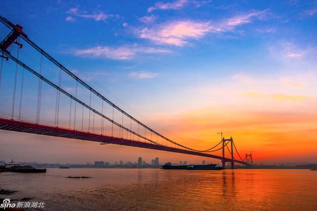 """武汉鹦鹉洲长江大桥正桥等工程荣获""""鲁班奖"""""""